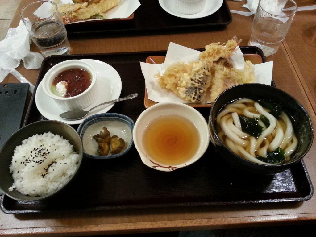 Udon / Tempura Menü aus einem kleinen Lokal nähe Kamakura Station