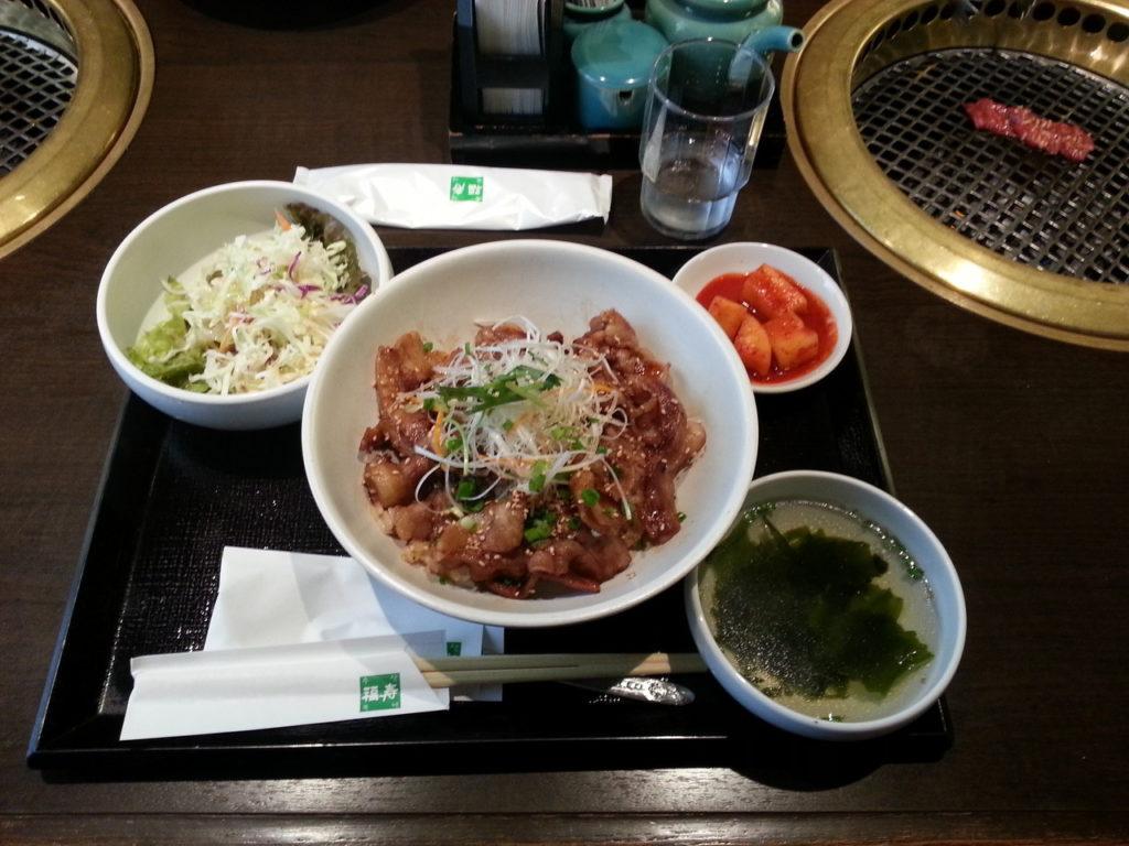 Gyodon in einem koreanischen Grill in Shibuya